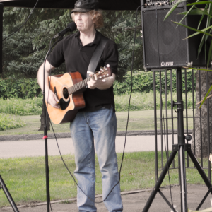 Like the Simsbury Farmers Market, most markets provide live music and other entertainment to make it a destination place, and not just for shopping.